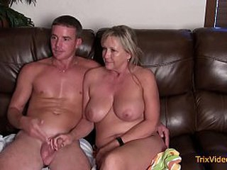Taboo Family Sexual intercourse Pertain with Mommy & Young gentleman