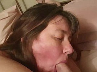 Amateur housewife sucks cock