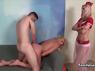 familylust-Young man fucks a blonde sexbomb